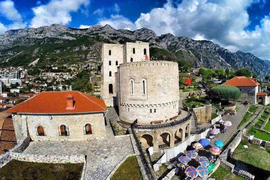 ALBANIA – bunkry i mercedesy