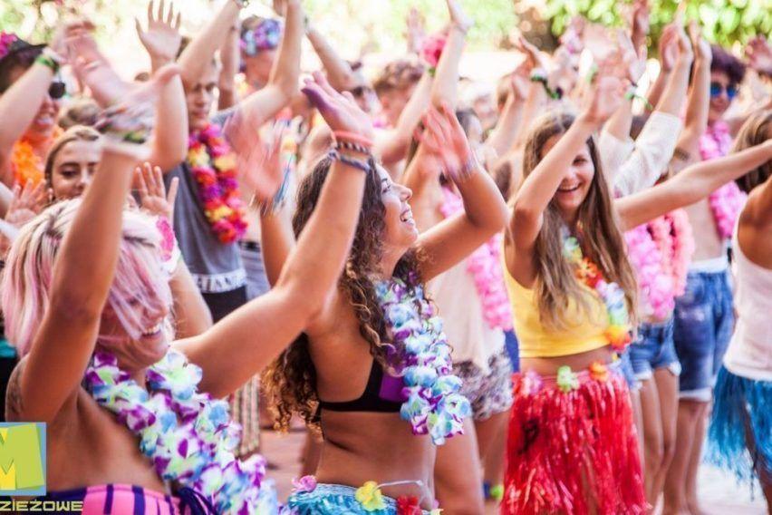 funclub obozy mlodziezowe hawaii hotel lloret hiszpania lloret de mar zolta strzala (12)