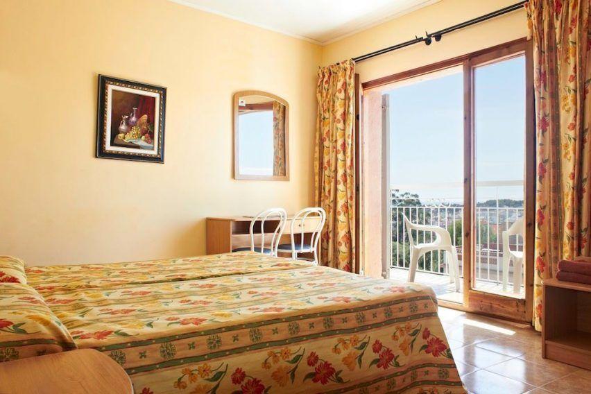 funclub obozy mlodziezowe hiszpania lloret de mar goya hotel catamaran tropics (8)