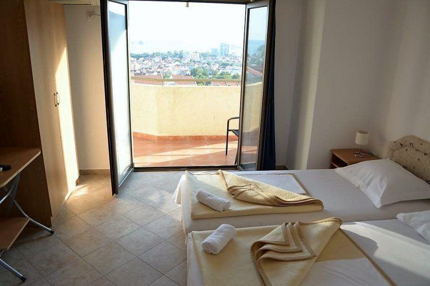 villa lazi hotel czarnogora budva funclub obozy mlodziezowe (4)