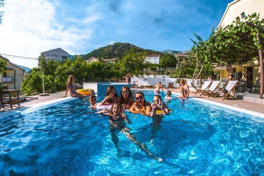 villa lazi hotel czarnogora budva funclub obozy mlodziezowe (8)